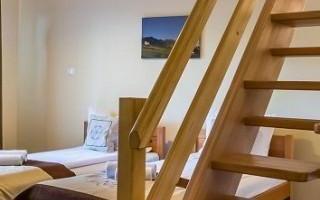 schody-do-pokoju-w-hotelu