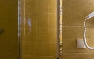 umywalka-w-lazience-hotelowej