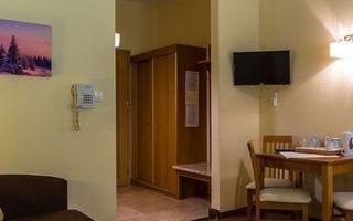 pokoj-hotelowy-zapalone-swiatlo