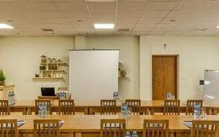 sala-konferencyjna-dlugie-stoly